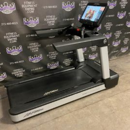 Life Fitness Integrity Series Treadmills w/Discover SE3HD Consoles – NEWEST MODEL
